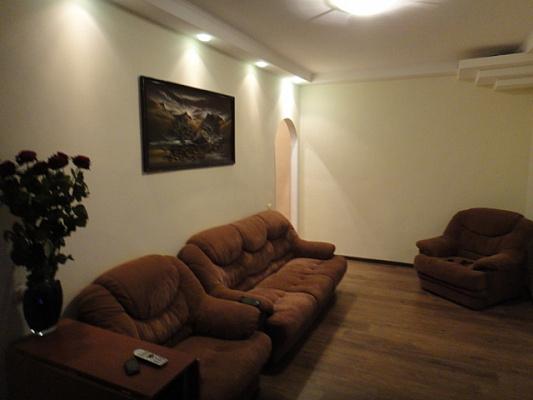 2-комнатная квартира посуточно в Киеве. Печерский район, б-р Леси Украинки, 15. Фото 1