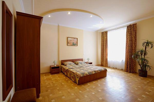 3-комнатная квартира посуточно в Львове. Галицкий район, ул. Джохара Дудаева, 12. Фото 1
