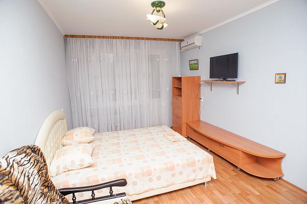 1-комнатная квартира посуточно в Черкассах. ул. Героев Днепра, 5. Фото 1