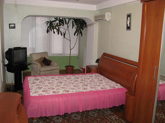 1-комнатная квартира посуточно в Киеве. ул. Энтузиастов, 39. Фото 1