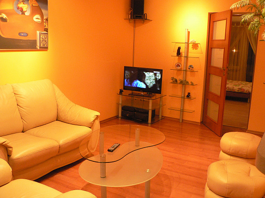 2-комнатная квартира посуточно в Хмельницком. пр-т Мира, 63. Фото 1