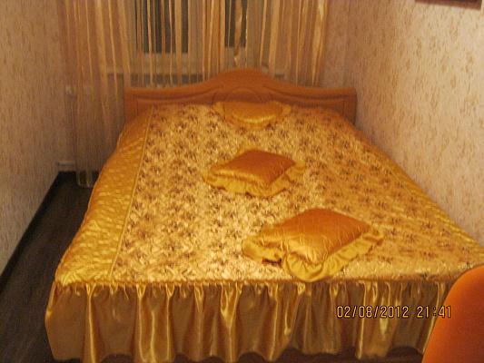 2-комнатная квартира посуточно в Славянске. ул. Вокзальная (Свердлова), 26. Фото 1