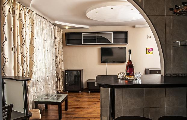 3-комнатная квартира посуточно в Черкассах. ул. Вячеслава Черновола, 85. Фото 1