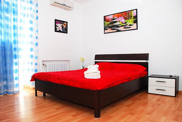 2-комнатная квартира посуточно в Донецке. Ворошиловский район, ул. Университетская, 34. Фото 1