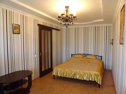 1-комнатная квартира посуточно в Мариуполе. Центральный район, пр-т Металлургов, 43. Фото 1