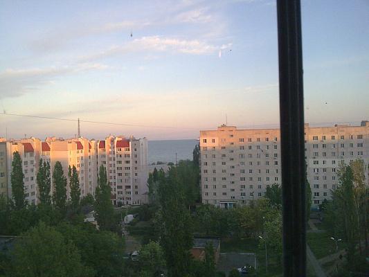 2-комнатная квартира посуточно в Южном (Крым). улица ленина, 7. Фото 1