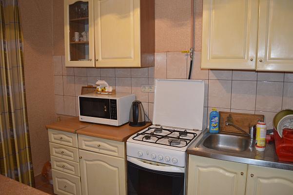 1-комнатная квартира посуточно в Хмельницком. ул. Победы, 12. Фото 1