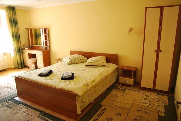 3-комнатная квартира посуточно в Ужгороде. ул. Капушанская, 30. Фото 1