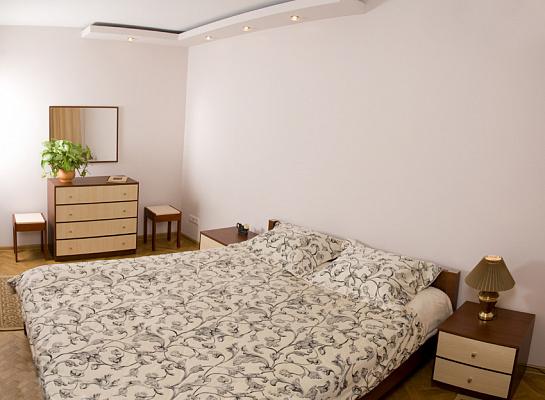 2-комнатная квартира посуточно в Львове. Лычаковский район, ул. Карпатская, 5. Фото 1