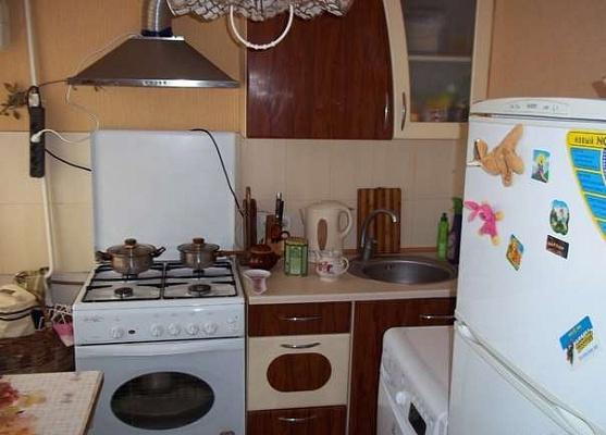 2-комнатная квартира посуточно в Севастополе. Ленинский район, Рудничный проезд, 14. Фото 1