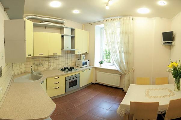 2-комнатная квартира посуточно в Николаеве. Центральный район, ул. Декабристов, 38/1. Фото 1