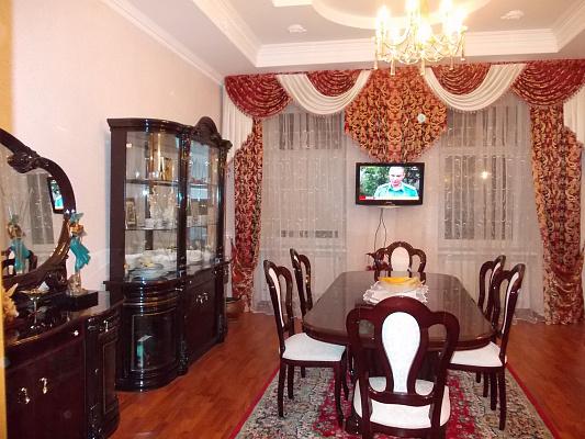 3-комнатная квартира посуточно в Львове. Лычаковский район, ул. Академика Филатова, 10. Фото 1