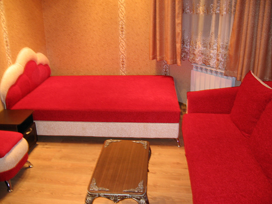 2-комнатная квартира посуточно в Севастополе. Ленинский район, ул. Генерала Петрова, 4А. Фото 1