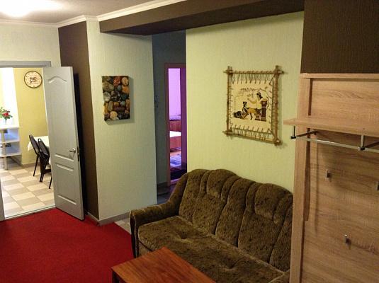 1-комнатная квартира посуточно в Бердянске. ул. Красная, 20. Фото 1
