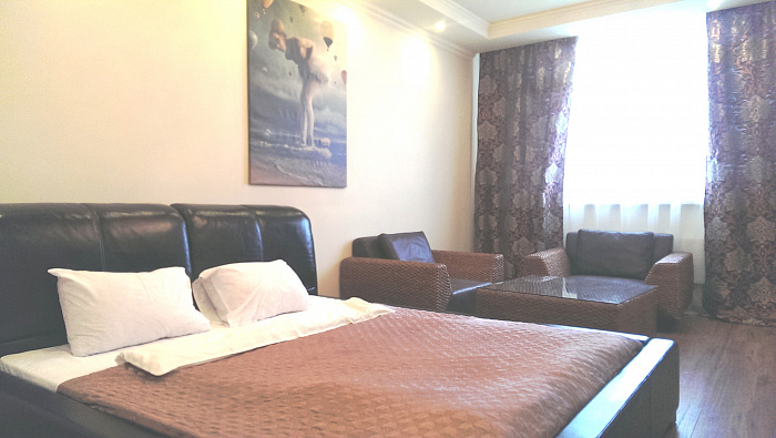 2-комнатная квартира посуточно в Киеве. Дарницкий район, пр-т Николая Бажана, 8-Б. Фото 1