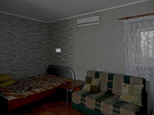 1-комнатная квартира посуточно в Симферополе. Железнодорожный район, ул. Дзюбанова, 73. Фото 1
