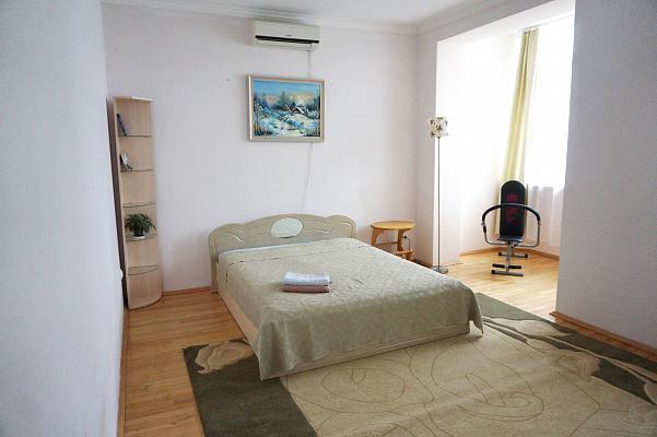 2-комнатная квартира посуточно в Черновцах. Шевченковский район, пл. Соборная, 3. Фото 1