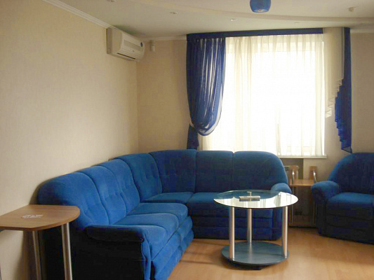 2-комнатная квартира посуточно в Кременчуге. ул. Первомайская, 1. Фото 1