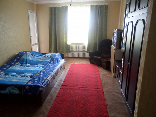2-комнатная квартира посуточно в Александрии. ул. 6 декабря, 91. Фото 1