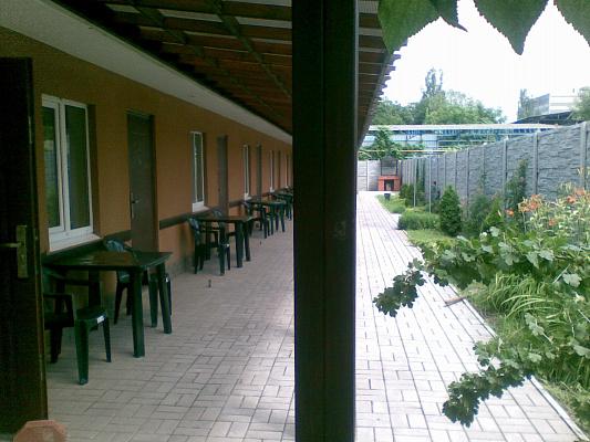 1-комнатная квартира посуточно в Бердянске. энгельса, 19. Фото 1