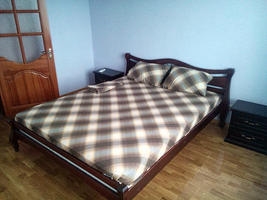 2-комнатная квартира посуточно в Чернигове. Новозаводской район, ул. Самострова, 9. Фото 1