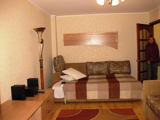 1-комнатная квартира посуточно в Днепропетровске. Бабушкинский район, пр-т Карла Маркса, 46. Фото 1