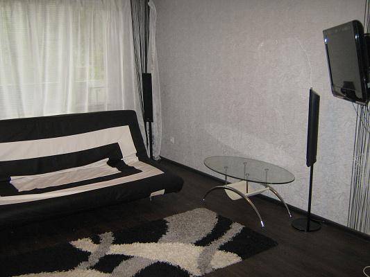 2-комнатная квартира посуточно в Луганске. Октябрьский  район, кв.солнечный. Фото 1
