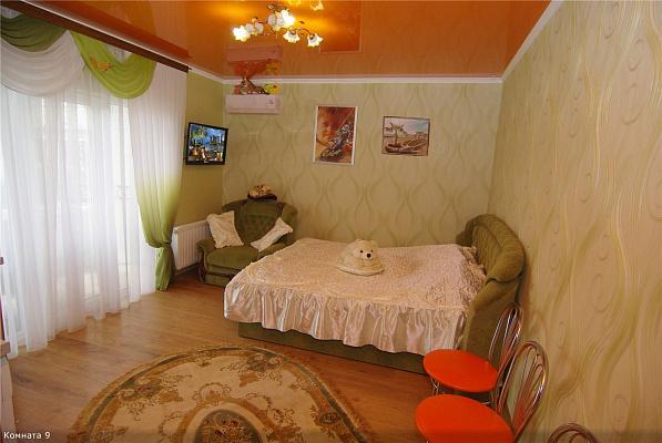 1-комнатная квартира посуточно в Алуште. ул. Саранчева, 25. Фото 1