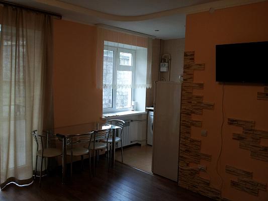 2-комнатная квартира посуточно в Севастополе. Ленинский район, ул. Советская, 5. Фото 1