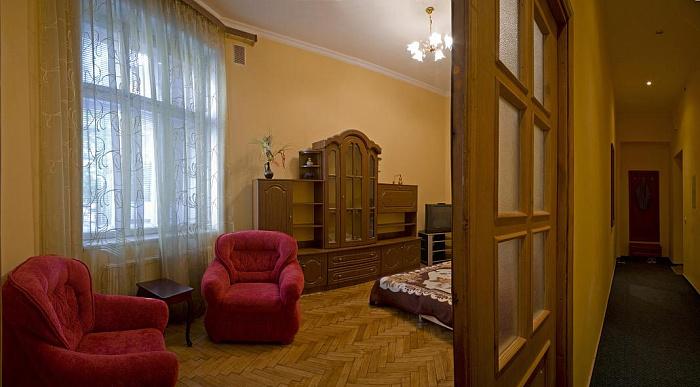 2-комнатная квартира посуточно в Львове. Галицкий район, ул. САКСАГАНСКОГО, 5. Фото 1