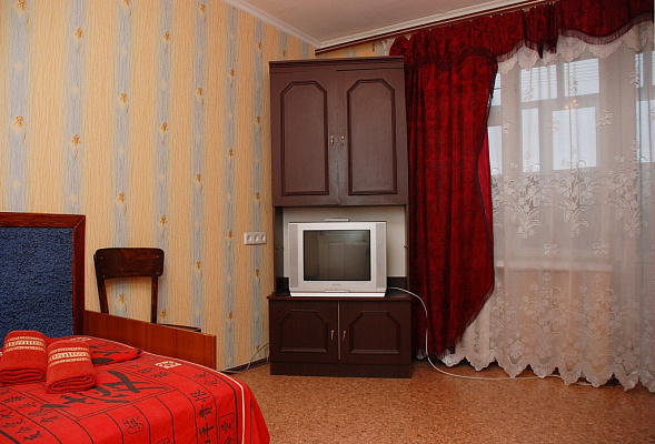 1-комнатная квартира посуточно в Киеве. Дарницкий район, ул. Ялтинская, 5а. Фото 1