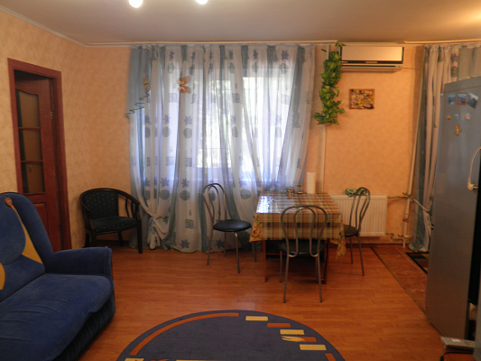 2-комнатная квартира посуточно в Алуште. ул. Ленина, 39. Фото 1