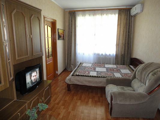 2-комнатная квартира посуточно в Севастополе. Ленинский район, ул. Гоголя, 26. Фото 1