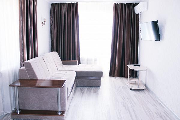 1-комнатная квартира посуточно в Мариуполе. Центральный район, пр-т Нахимова, 103. Фото 1