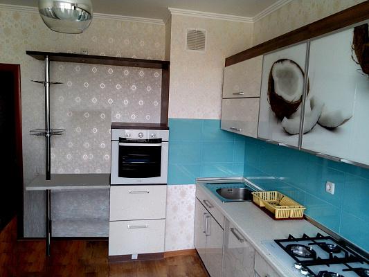 2-комнатная квартира посуточно в Севастополе. Гагаринский район, ул. Маршала Крылова, 10. Фото 1