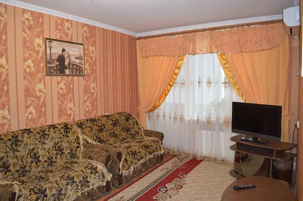 1-комнатная квартира посуточно в Новой Каховке. ул. Парижской Коммуны, 3-А. Фото 1