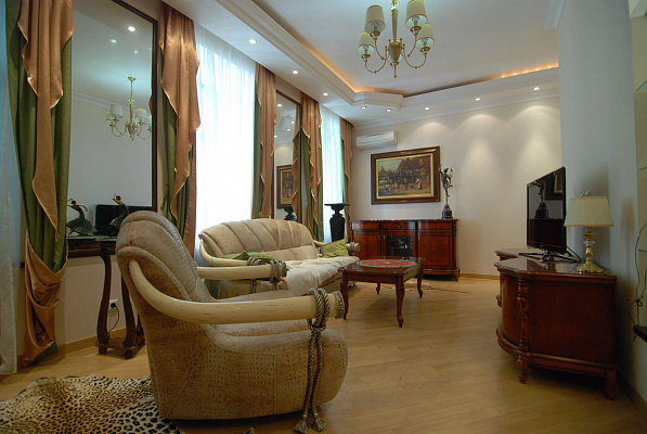 2-комнатная квартира посуточно в Киеве. Пушкинская, 10а. Фото 1