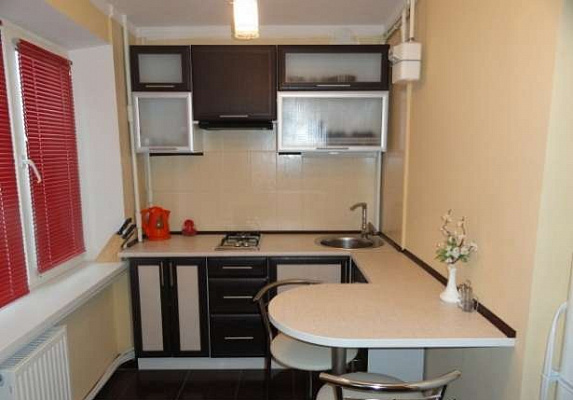 1-комнатная квартира посуточно в Луганске. Артёмовский район, площадь героев вов, 5. Фото 1