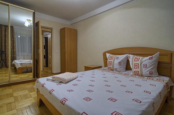 2-комнатная квартира посуточно в Киеве. Печерский район, ул. Рыбальская, 11. Фото 1