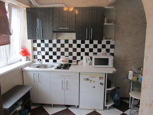 1-комнатная квартира посуточно в Евпатории. ул. Халтурина, 64. Фото 1