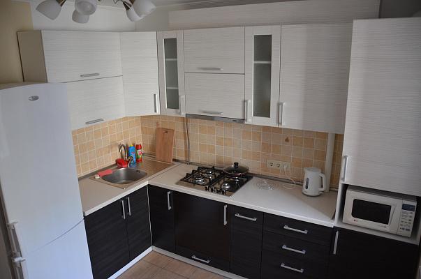 2-комнатная квартира посуточно в Ровно. ул. Степана Демянчука, 1. Фото 1