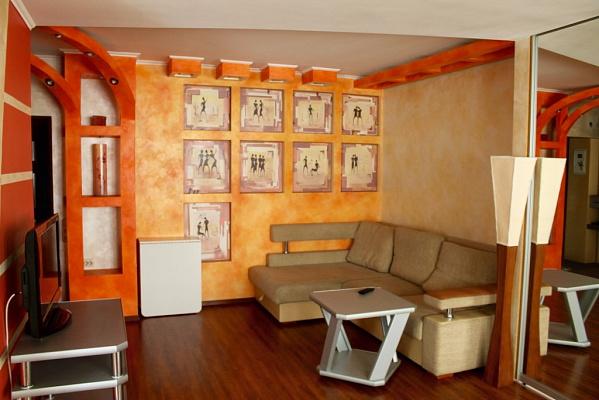 2-комнатная квартира посуточно в Симферополе. Центральный район, пр-т Кирова, 28. Фото 1