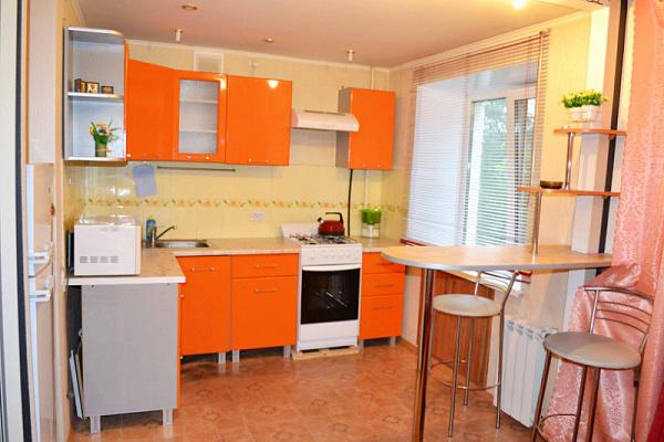 1-комнатная квартира посуточно в Симферополе. Центральный район, ул. Гоголя, 15. Фото 1