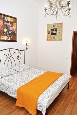 1-комнатная квартира посуточно в Львове. Галицкий район, ул. Ивана Франко, 57. Фото 1
