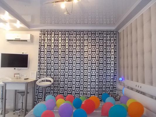 1-комнатная квартира посуточно в Киеве. Деснянский район, пр-т Владимира Маяковского, 12. Фото 1