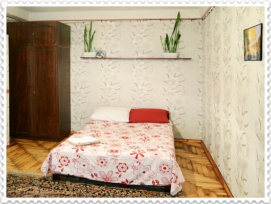 1-комнатная квартира посуточно в Запорожье. Хортицкий район, пр. Советский, 5А. Фото 1