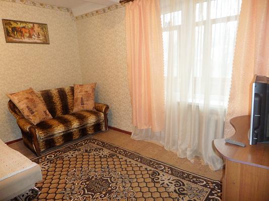 1-комнатная квартира посуточно в Славянске. ул. Урицкого, 10. Фото 1