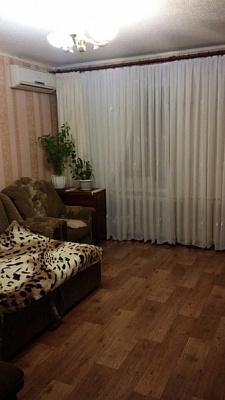 1-комнатная квартира посуточно в Артемовске. ул. Железнодорожная, 43. Фото 1