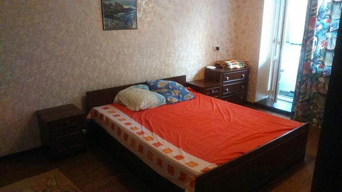 2-комнатная квартира посуточно в Мелитополе. ул. Крупской, 14. Фото 1