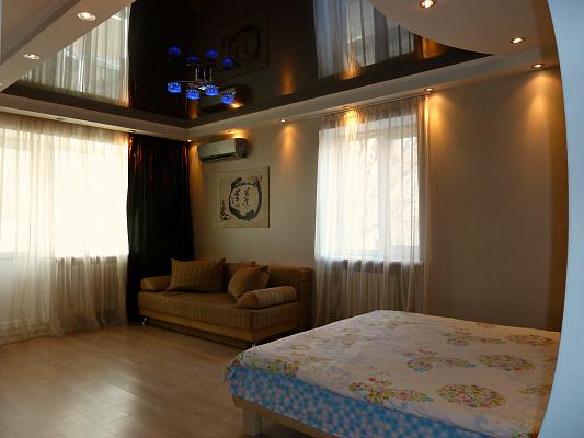 1-комнатная квартира посуточно в Донецке. Ворошиловский район, ул. Челюскинцев, 196. Фото 1